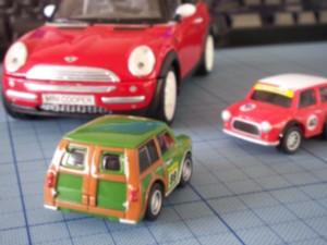 緑のミニのミニカー。