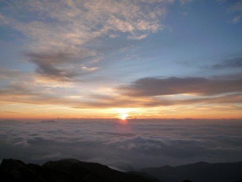 山の朝。「唐松岳」