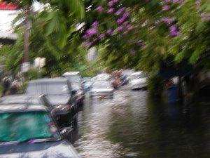 タイ スコール 道路冠水