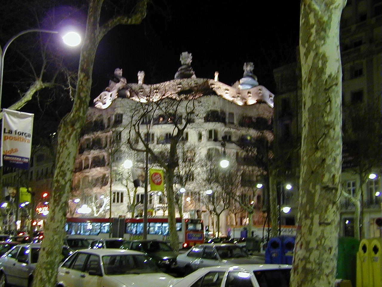 スペイン旅行記 Barselona ガウディ建築 夜