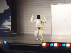 三重県 鈴鹿サーキット ASIMOのダンス