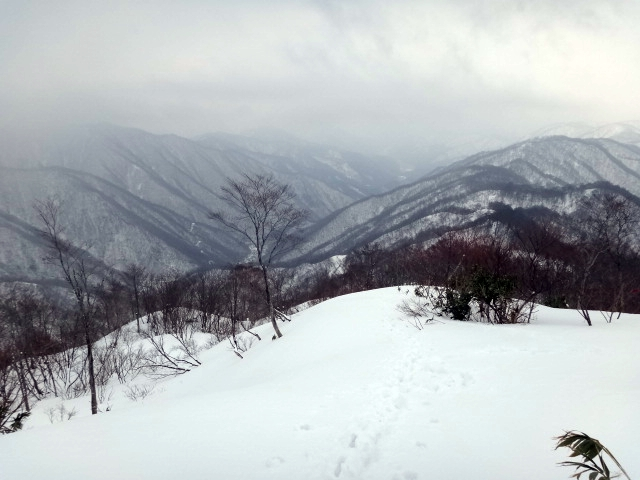 山登り 能郷白山 能郷谷の眺め