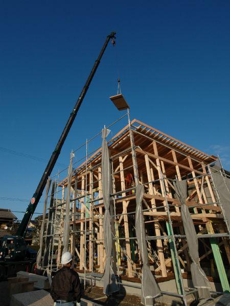 岐阜のFrameWork設計事務所の現場「六地蔵の家」 上棟 青空のもと