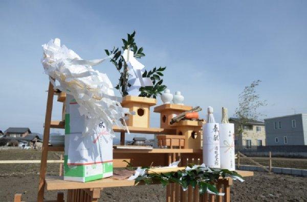 岐阜のFrameWork設計事務所の現場「美容室 frank」 青空の下 地鎮祭 お供え物