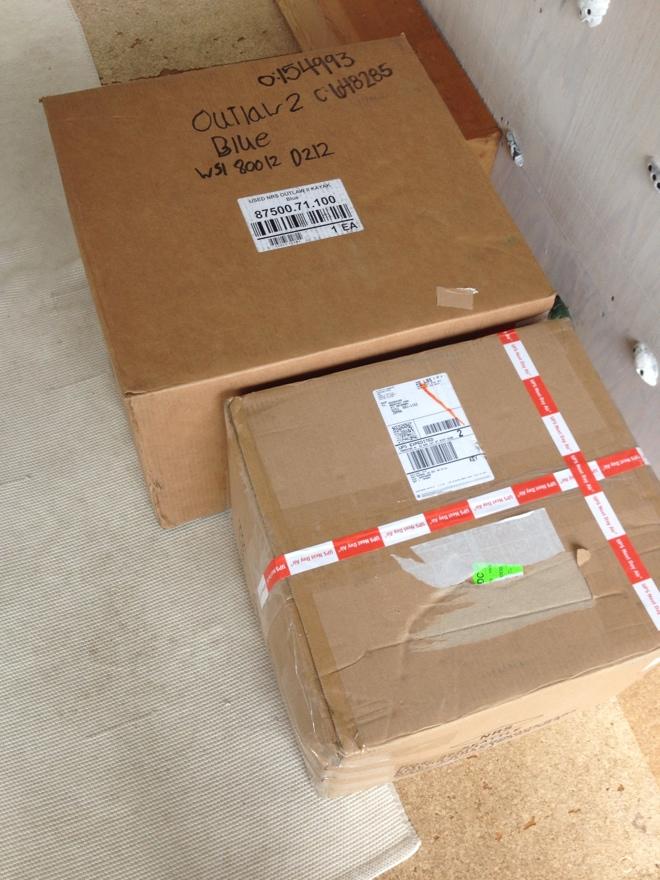 岐阜のFrameWork設計事務所の物件「七郷の家」にアメリカから荷物が到着 大きなダンボール2箱
