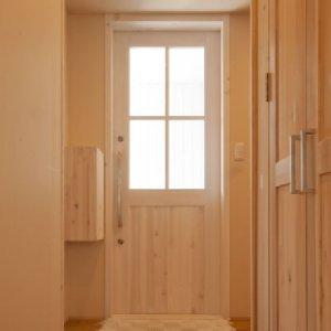 岐阜のFrameWork設計事務所の物件「鏡島の家」 化学物質アレルギーのため自然素材を多用した家 玄関