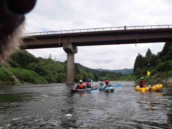 2014-07-05 岐阜の長良川でダッキーを使って川下り 橋の下に集合