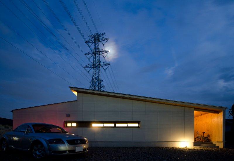 01-2 岐阜のFrameWork設計事務所の物件 七郷の平屋 北側の外観 夜