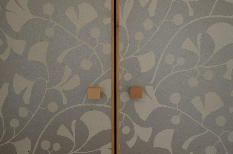 10 岐阜のFrameWork設計事務所の物件 七郷の平屋 押入の襖戸 お施主さんが選んだクロスを貼りました