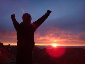 北アルプス 日の出 太陽からパワーをもらう