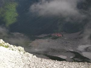 北アルプス 穂高岳山荘から涸沢を見下ろす 大キレット