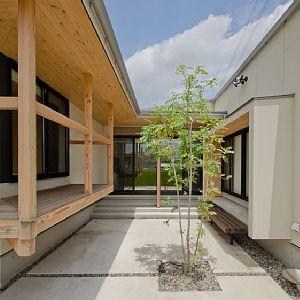 岐阜のFrameWork設計事務所の物件「七郷の平屋」 南に開けた中庭を中心に部屋が配置された明るい間取りの平屋です