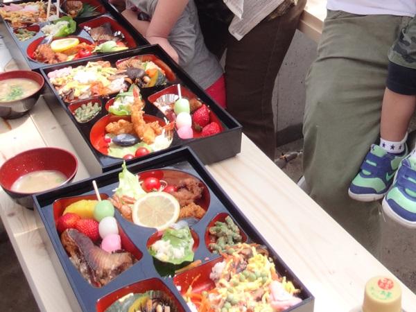 岐阜のFrameWork設計事務所の物件「安八町の家」 上棟 お施主さんのお母さん手作りのボリューム満点のお昼のお弁当