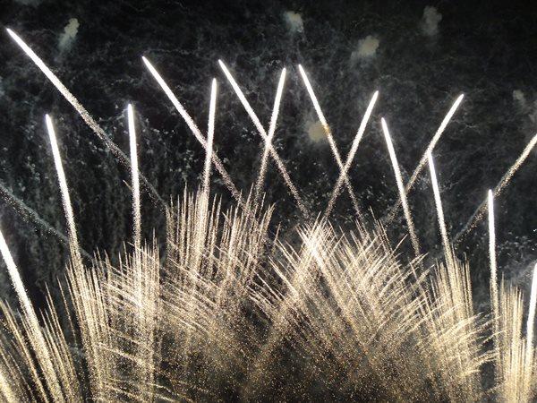 2015年 岐阜の長良川花火大会 迫力のある演出