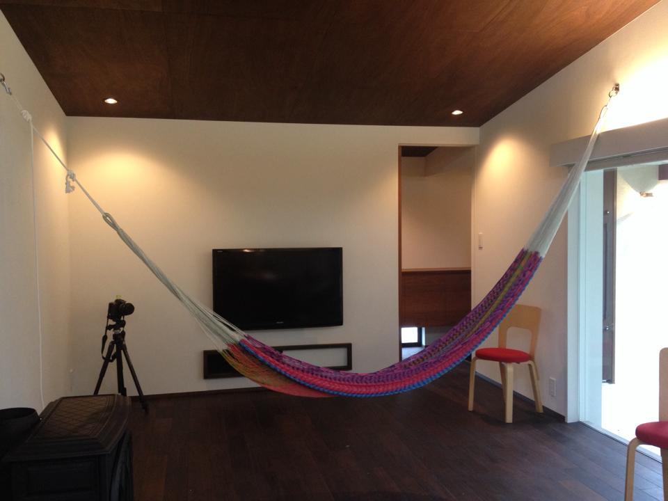 岐阜のFrameWork設計事務所の物件「安八町の家」見学会 リビングにハンモックが吊るせるようになってます