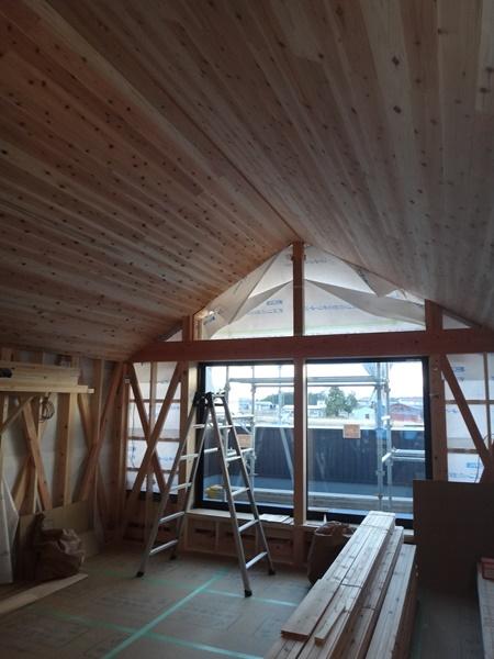 岐阜のFrameWork設計事務所の現場「神戸町の家」 天井は杉板です