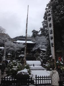 岐阜 伊奈波神社 雪の降る中、初詣へ