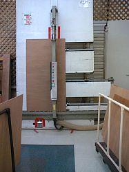 岐阜のFrameWork設計事務所の物件「七郷の家」でモノ作りのため、ホームセンターのパネルソーで合板をカッティング