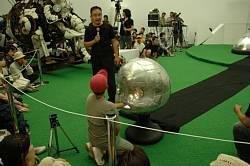 豊田市美術館で開催のヤノベケンジ「キンダガルテン」のジャイアント・トらやんの指令装置