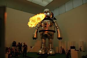 豊田市美術館で開催のヤノベケンジ「キンダガルテン」のジャイアント・トらやんが炎を吐く様子