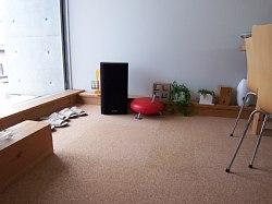 岐阜のFrameWork設計事務所の物件「七郷の家」の床 コンクリートの上にコルクタイルを敷きました