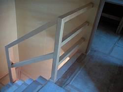 岐阜のFrameWork設計事務所の現場「三橋の家」の階段 木製の手摺がつきました