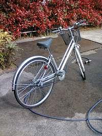 岐阜のFrameWork設計事務所の物件「七郷の家」で自転車を洗いました