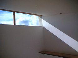 岐阜のFrameWork設計事務所の物件「西中島の家」 日差しが壁にラインを描きます