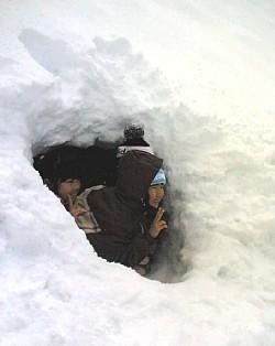 揖斐高原スキー場で雪遊び かまくら作った 子どもたちも喜んでくれた