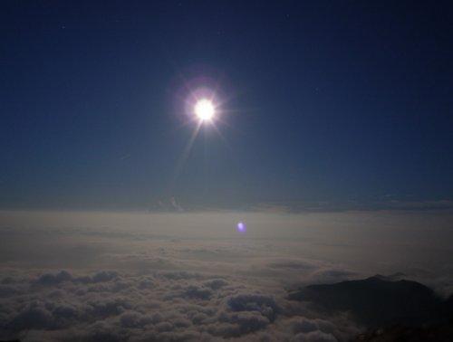 9月 長野県 北アルプス 唐松山荘テント場から 月明かりにてらされる雲海