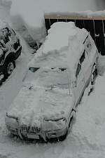 パジェロで岐阜県の世界遺産白川郷へ 車は雪の中に埋もれてました