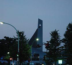 建築家 丹下健三さんが設計した国立代々木競技場 道路から見えました