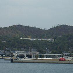 四国建築旅行 草間ヤヨイさんの赤カボチャとSANAA設計の「海の駅なおしま」がお出迎え 船は楽し~♪