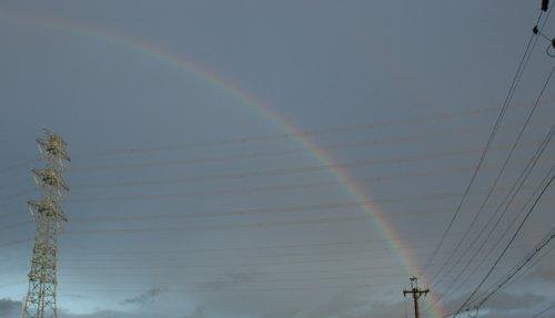 空に架かる虹のアーチ