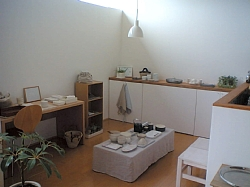 岐阜のFrameWork設計事務所の物件「西中島の家」で開催した「空色のある生活」のイベントの様子 ダイニングが雑貨屋さんに早変わり