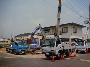 岐阜のFrameWork設計事務所の現場 「西中島の家」 仮設の電気を引き込み中
