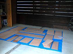 岐阜のFrameWork設計事務所の物件「七郷の家」の車庫に並べたカットされた合板