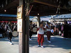 伊勢神宮 おかげ横丁 2006年 元旦 太鼓と笛で祝います