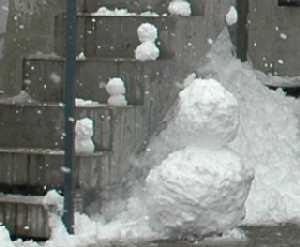 岐阜 FrameWork設計事務所 七郷の家 階段に並ぶ小さい雪だるま