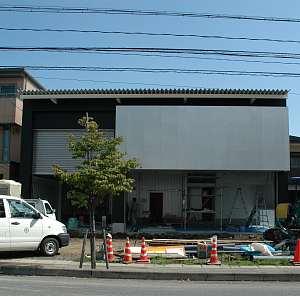 岐阜のFrameWork設計事務所の現場 中古車販売店「SAM GARAGE」が完成に近づいてきました